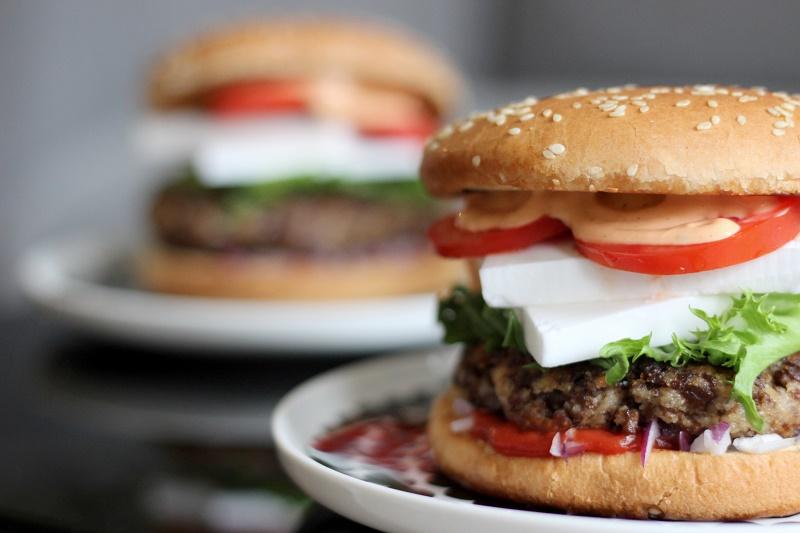 vegaaniset burgerit soijapihveillä
