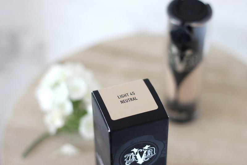 Kat Von D Lock-it -meikkivoide