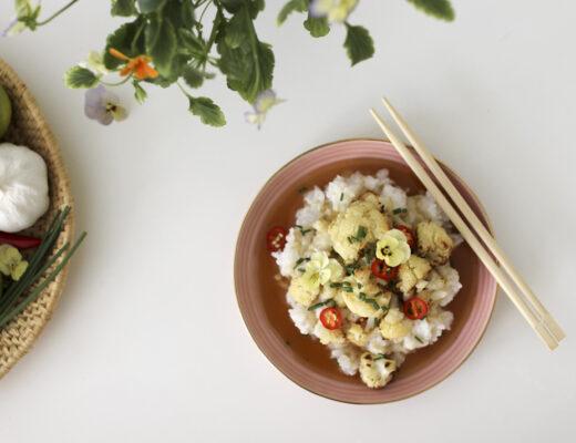 Kukkakaalia chili-inkiväärikastikkeessa